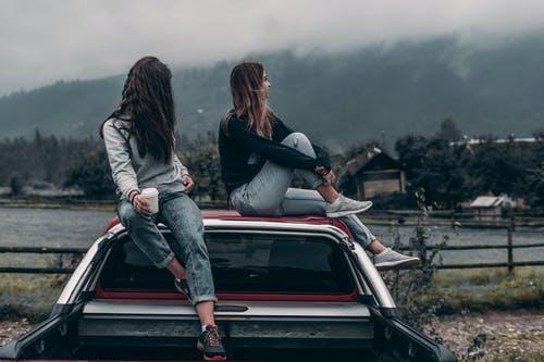 ženy na automobilu